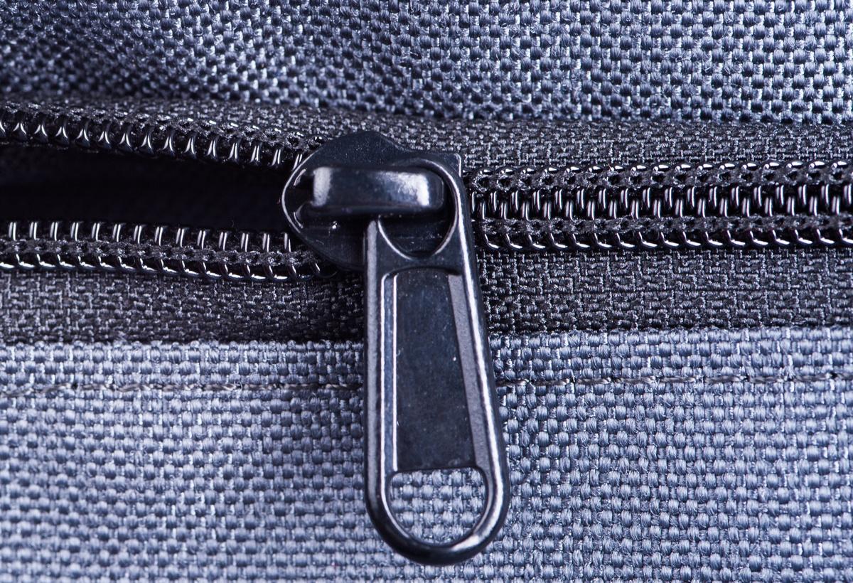 Zipper Aid via an Attachable Guide