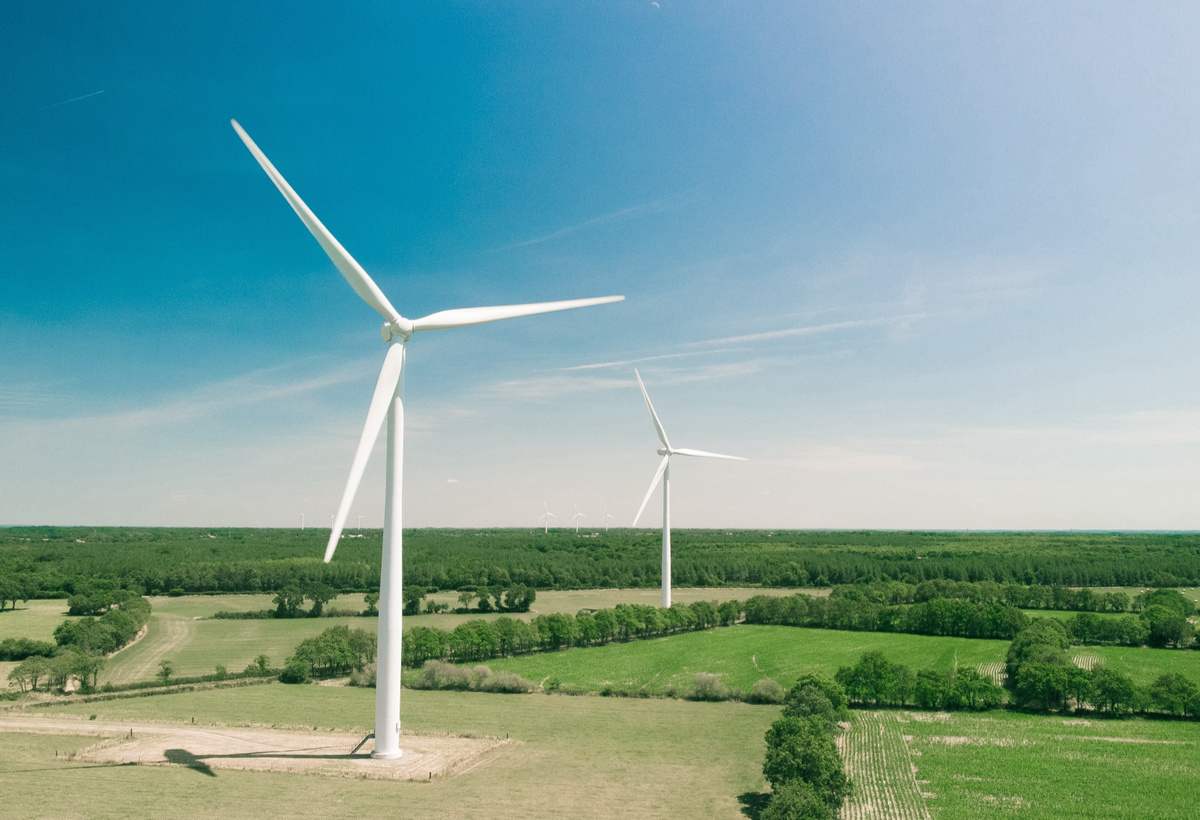 Load Constrained Power Reference Control for Wind Turbines