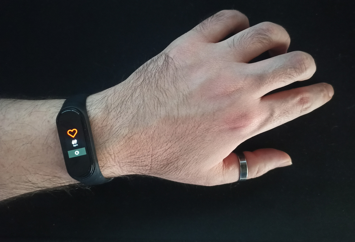 Self-Healable, Recyclable, and Reconfigurable Wearable Electronics Device