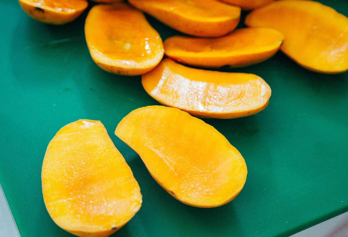 Nanoparticles Made From Mango Fruit Waste with Antibacterial and Antioxidant Properties