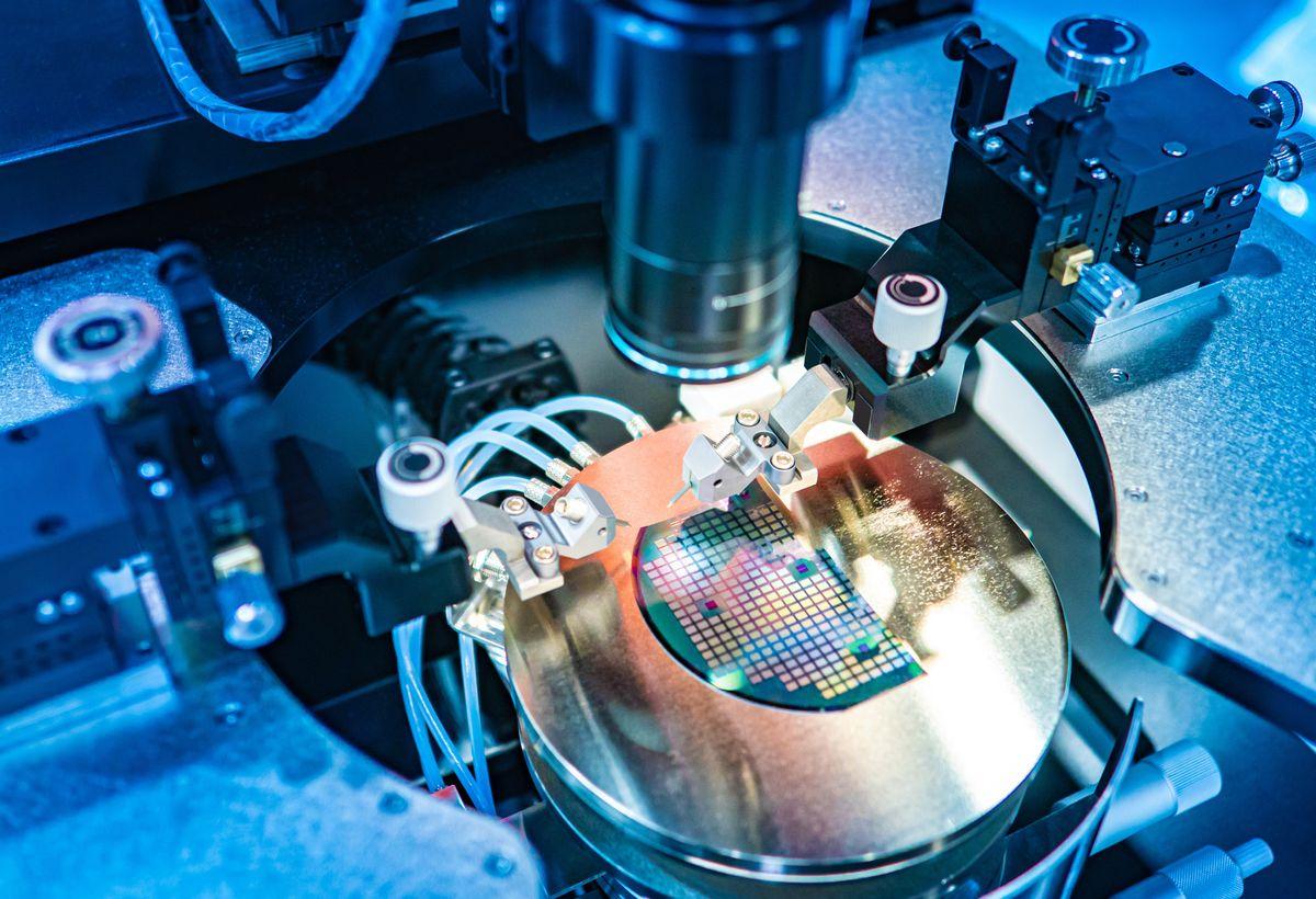 Novel Copper-Diamond Composite Heat Spreaders using Cold Spray